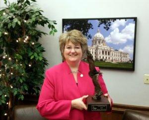 Atlas Agent Vicki Jensen Receives MIIAB President's Award
